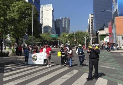 Protestan jubilados en Reforma  e Insurgentes