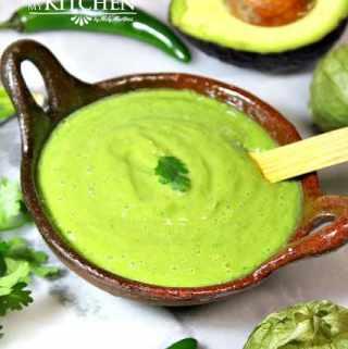 How to Make Green Salsa with Avocado / Cómo Hacer Salsa Verde con Aguacate