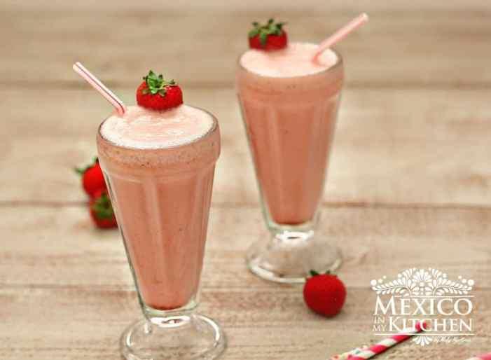 Strawberry Banana Yogurt mexican smoothie
