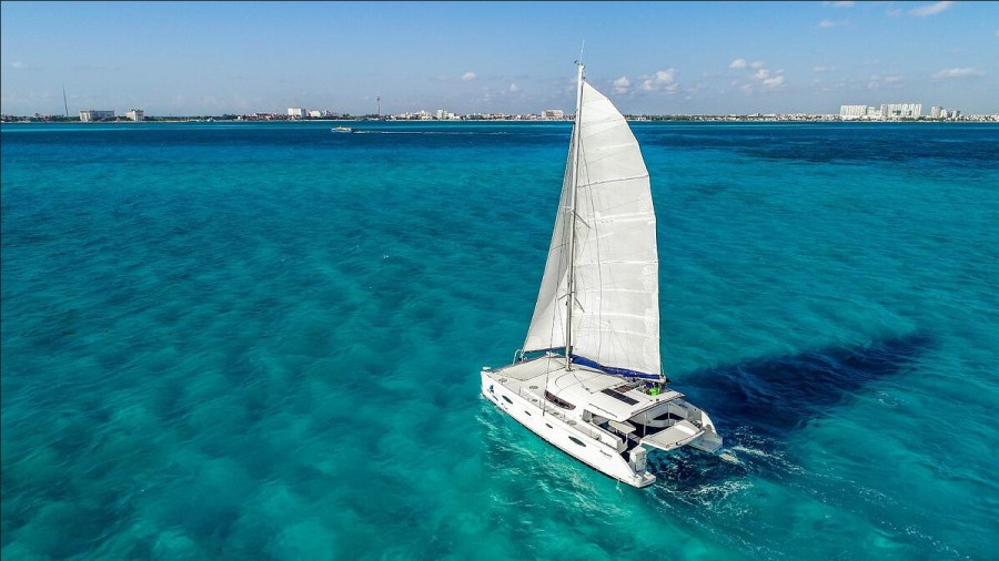 This boat offers comfort and fluidity in its beautiful interior. It has everything so you can relax while spending a great day on the North Beach of Isla Mujeres. You will remember the experience forever.