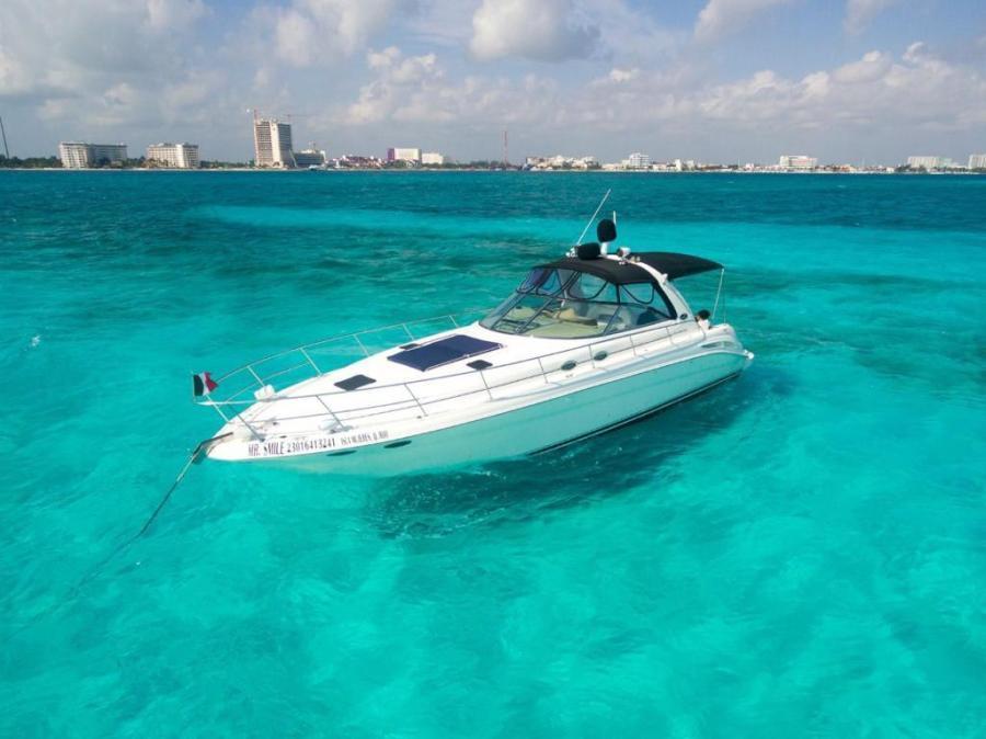 SeaRay yacht playa mujeres