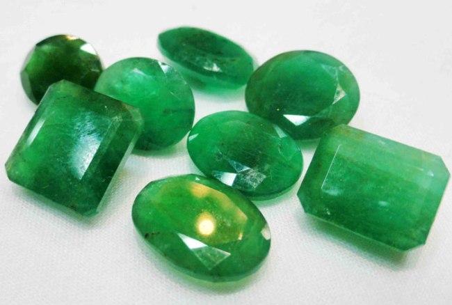 emerald-gemstone-beads-1034587