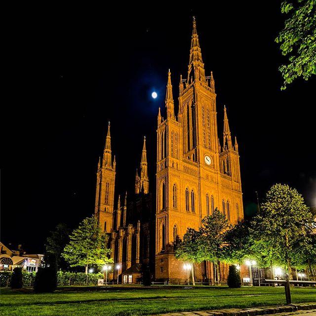 Marktkirche im Mondlicht @wiesbaden_promo @wiesbaden.deinestadt @wiesbadenliebe @wiesbadenwunderland @mywiesbadenmoments @merkurist_wiesbaden @evangelisch.de