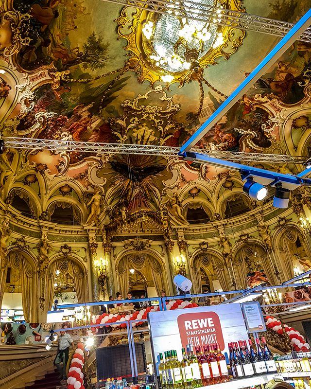 Shopping im Staatstheater @rewe_group @rewe @wiesbadenliebe @wiesbaden_lebt @shopping_confessions @lebensmittelzeitung @architecture_hunter @archdigest