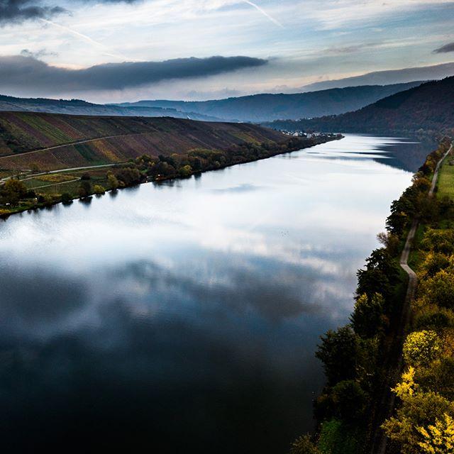 Autumn at Mosel river @mosel.erlebnisse @saarobermosel @visit_trier @visualsofdrones