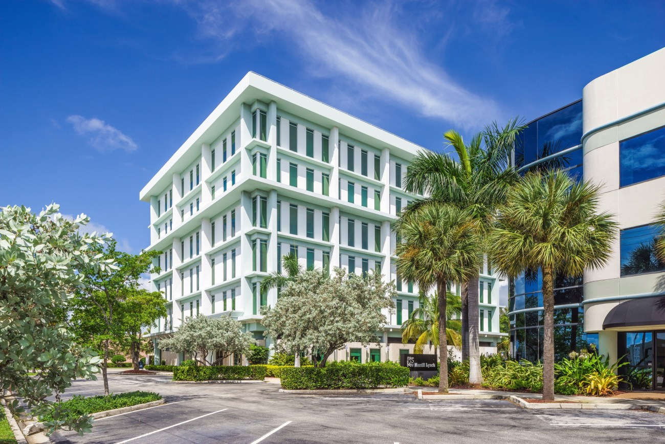 Cushman & Wakefield Secures Top-of-Building Signage for Marksman Security and Outer Reef Yachts in Fort Lauderdale