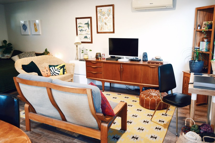compact home teak decor