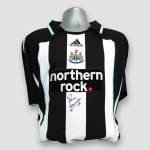 Newcastle-home-shirt-is-personally-signed-by-Paul-gascoigne