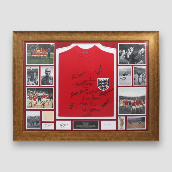 Photo-21-'RARE'-England-1966-World-Cup-retro-shirt-and-photo-display-signed-and-framed