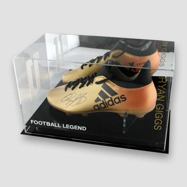 Ryan-Giggs-signed-football-boot-in-perspex-display-case