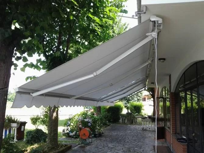 A seguito della massima estensione dei bracci posteriori, si aprono ad inclinazione. Tenda Da Sole Su Barra Quadra Con Bracci Estensibili 500 X 350 Mf Tende Da Sole Torino