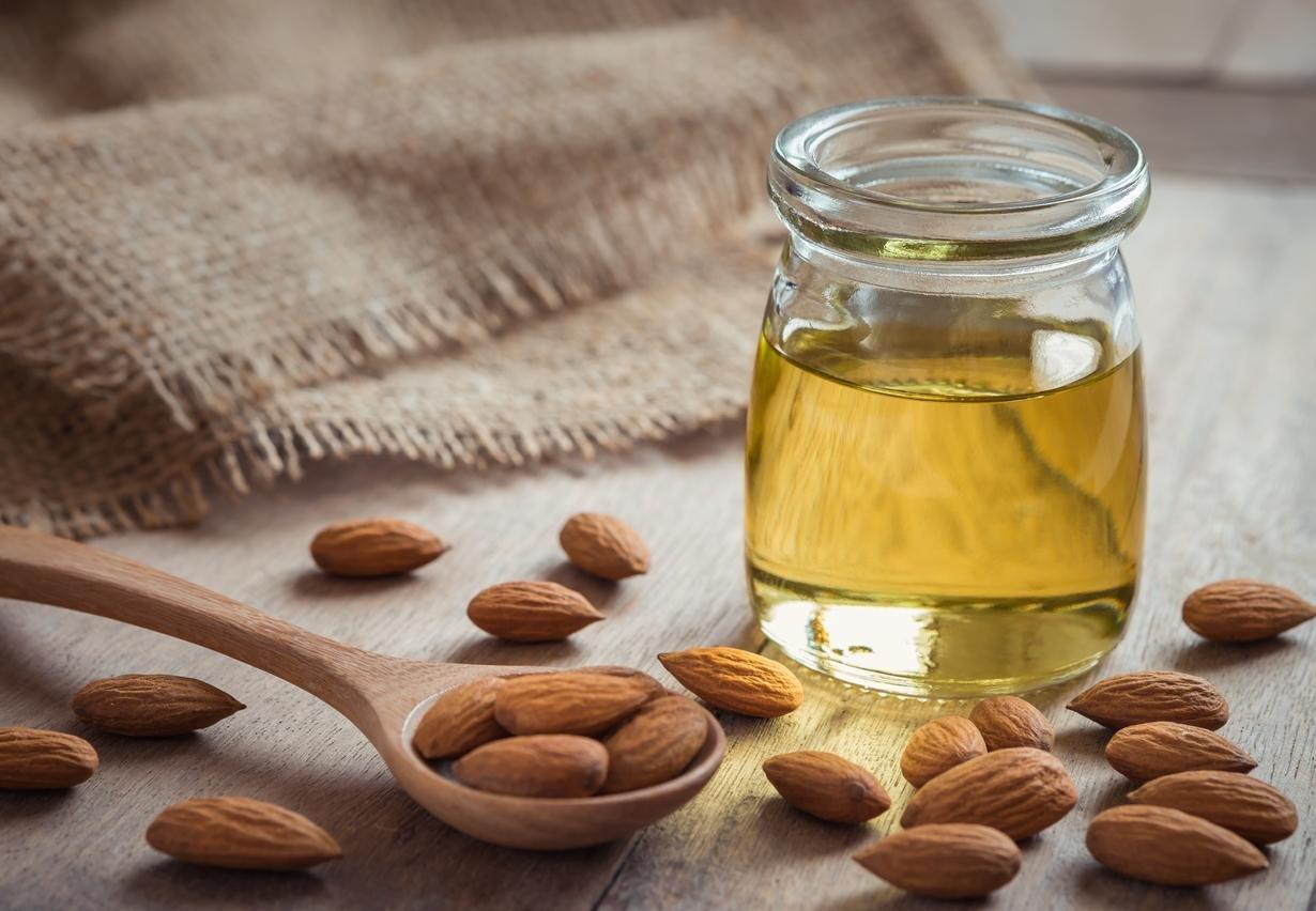 علاج طبيعي للشعر بزيت اللوز