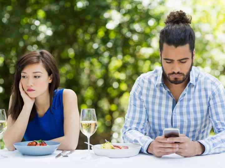 طرق لتكون شريكا متفهما أثناء التخطيط لحفل الزفاف