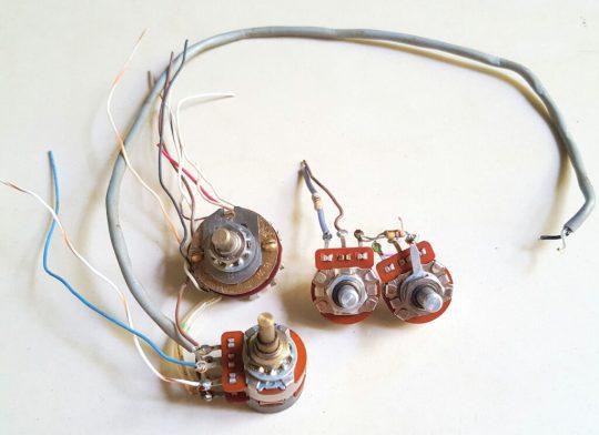 Atlas 215X SSB Transceiver LOT#6 Pair of buttons