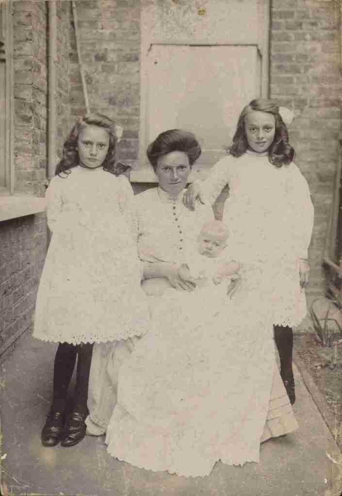 Florence Bennett (nee Richards) with her children Florence, Percy and Christine