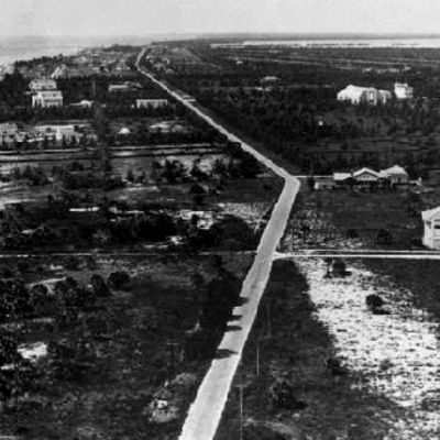https://i1.wp.com/www.miamibeach411.com/photos/history/collins_ave_400x400_1.jpg