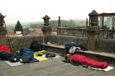 5 Spagna 2012_pellegrini a riposo, Santiago de Compostela