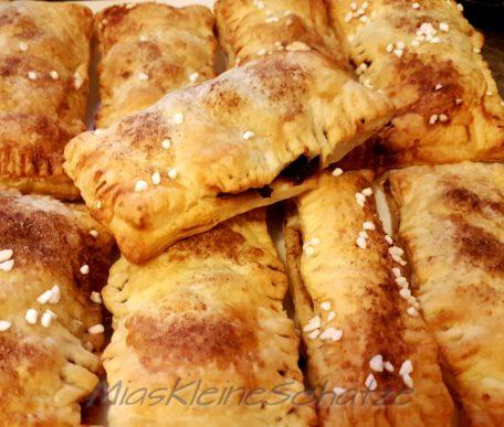 Rezept: Kirschtaschen gefüllt mit Vanillepudding