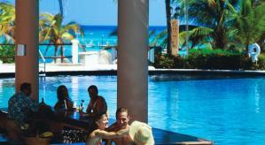 Pool bar hotel Grand Fiesta Americana Coral Beach Cancun