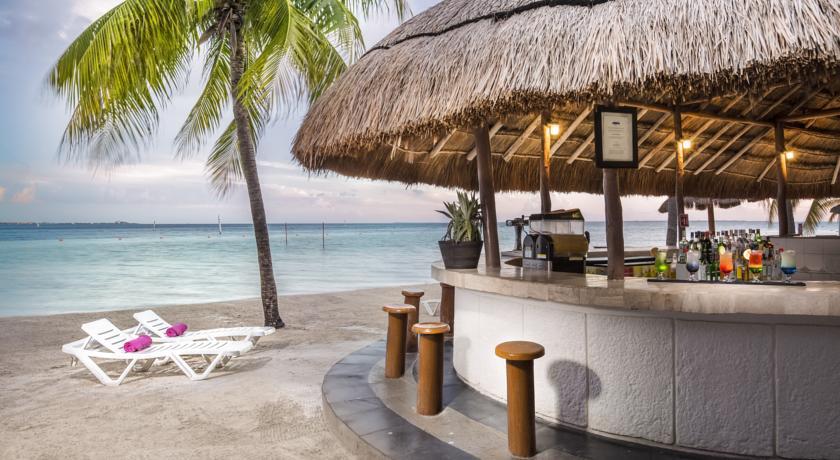 bar en la playa de hotel oasis palm todo incluido mi. Black Bedroom Furniture Sets. Home Design Ideas