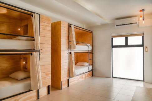 hostales en cancun Nomads Hotel & Rooftop Pool