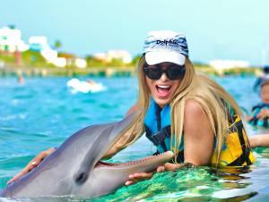 nado con delfines parque garrafon cancun