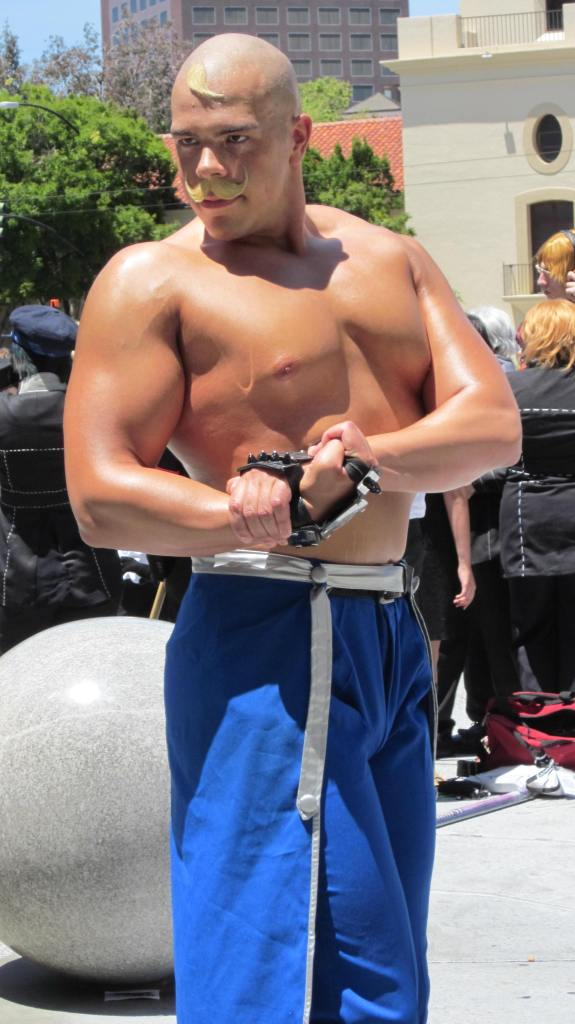 Alex_Louis_Armstrong_cosplayer_at_FanimeCon_2010-05-30_3