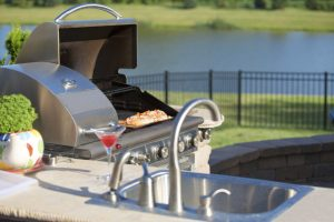 5 Reasons to Include an Outdoor Kitchen in Your Outdoor Living Space