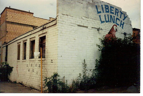 Liberty_Lunch_Parrot