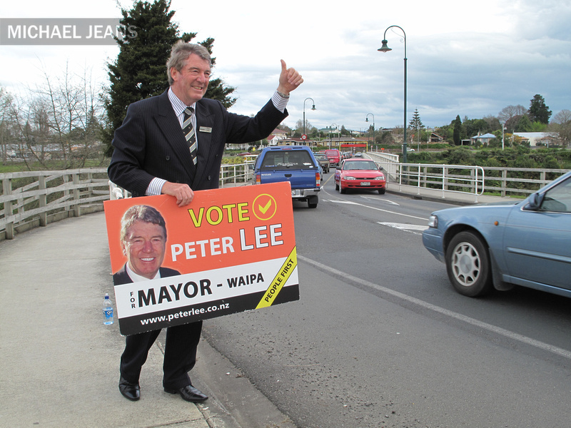 Peter Lee on the hustings - Victoria Street bridge approaches
