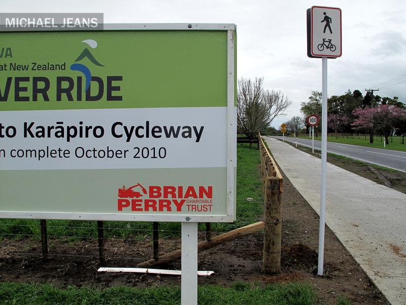 Welcome to Cambridge NZ - the Cambridge Karapiro cycleway (2/2)