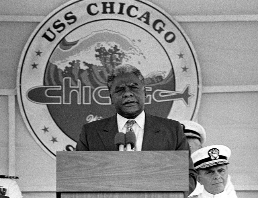 Harold_Washington_at_the_commissioning_of_USS_Chicago_(SSN-721)_cropped