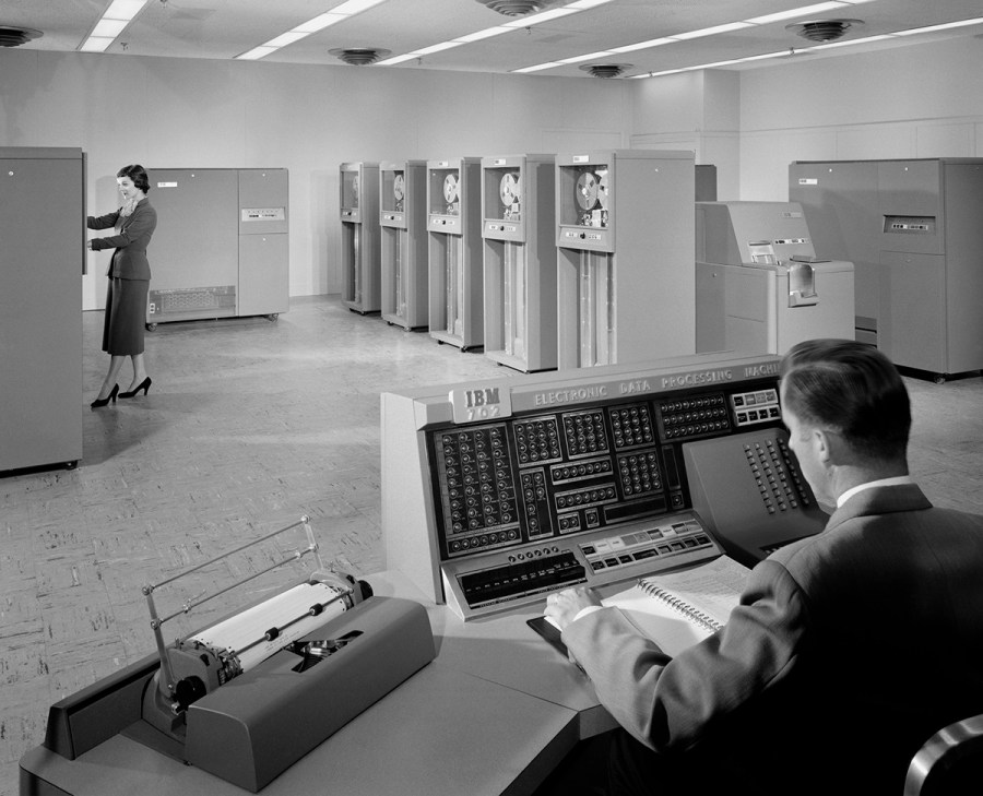 IBM 702 Machine, Endicott, N.Y., 1955 - Photo by Ezra Stoller