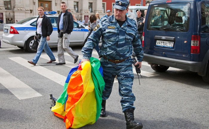 russia-moscow-gay-pride-riot-ru192323