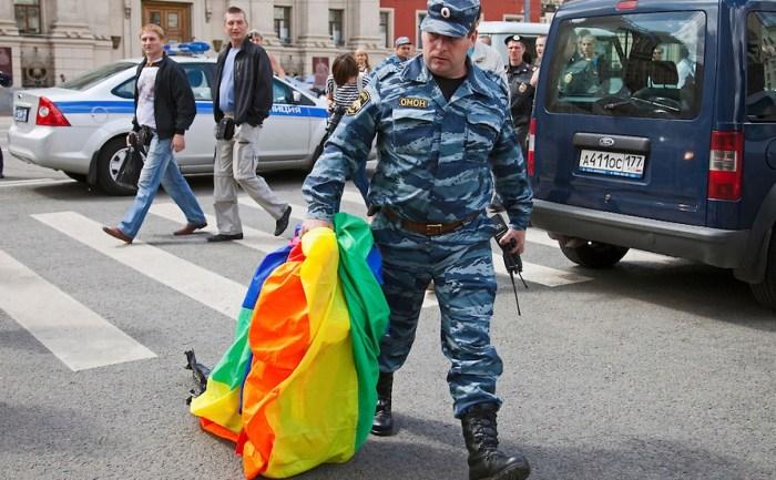 russia-moscow-gay-pride-riot-ru192323