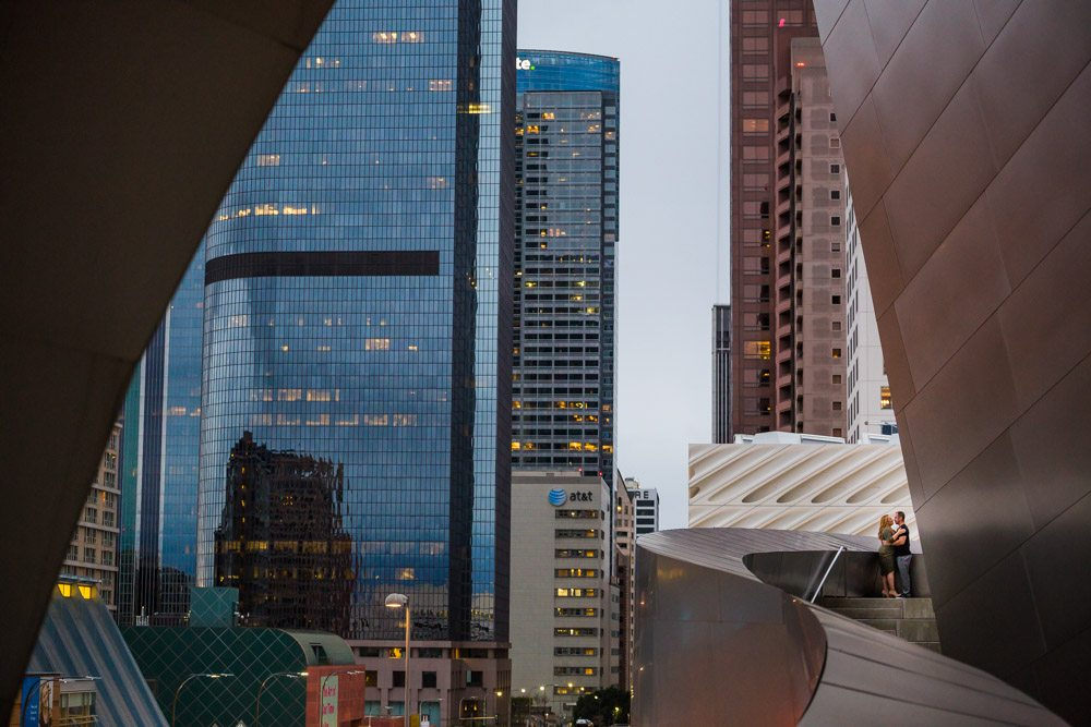 couple kissing at walt disney concert hall