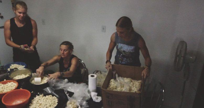 woroniecki-girls-making-popcorn-for-prisoners