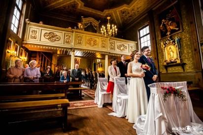 wiosenny reportaż ślubny, fotograf ślubny łódź, fotografia ślubna łódź, zdjęcia ślubne łódź, fotograf na wesele łódź, świętokrzyskie, kielce, kościół św. piotra i pawła rembieszyce, ślub, rembieszyce, małogoszcz,