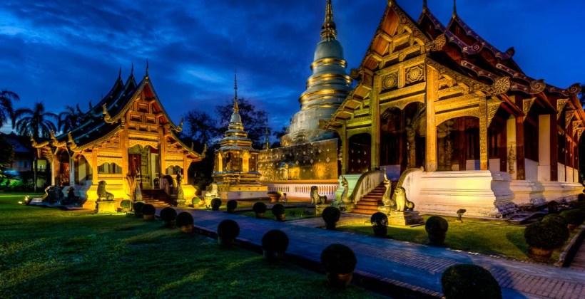 tajlandia, chiang mai, fotografia podróżnicza, 6d, canon, Wat Phrasingha, Woramahawiharn, zdjęcia po zmroku, niebieska godzina, błękitna godzina,