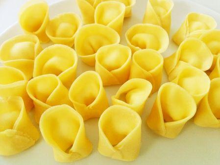 כיסים של אושר / טורטליני גבינות בחמאת מרווה