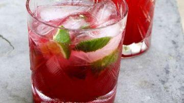 מיסוך ורוד / אלכוהול עם פירות קיץ אדומים
