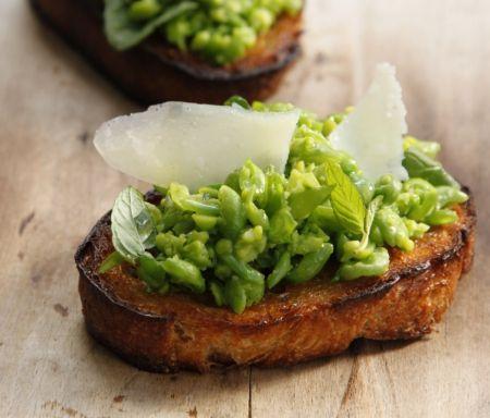 חרוזי גינה/ ברוסקטה אפונה שום ירוק ופרמזן/ פילאף אפונה וכבדי עוף/ קדירת ירקות עם אפונה