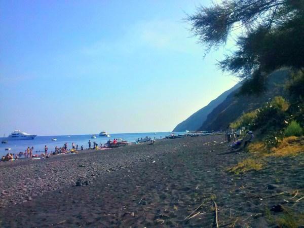 Spiaggia di sabbia nera - Foto di Michela Arnò