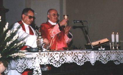 Don Agostino in concelebrazione con il Vescovo Crusco