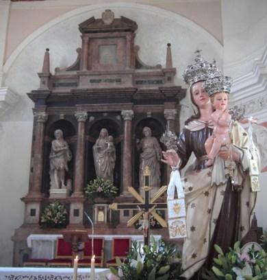 La statua della Madonna del Carmine nella chiesa matrice di San Nicola