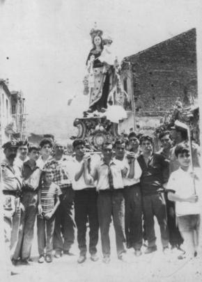 Momenti della processione della Madonna del Carmine di 40/50 anni fa.