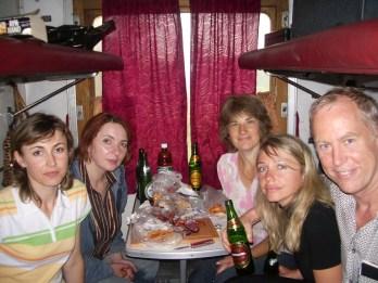 Questa immagine ha l'attributo alt vuoto; il nome del file è Train_ride_Lviv_to_Kaminetz_Podilskiy_Ukraine_Platzkart_3rd_class_sleeping_wagon_Aug_2006-1024x768.jpg