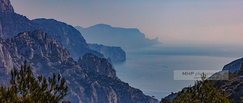 """ENVIRONNEMENT : le parc national des calanques adopte le """"démarketing"""" pour mieux informer et limiter le tourisme estival de masse - Copyright photo MH - www.michelhugues.com"""