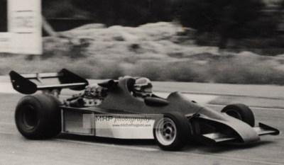 Document historique : le 1er tour de roue historique d'une Formule 1 turbo avant même l'annonce officielle et le premier article dans le quoitidien l'équipe : Jean-Pierre Jabouille - circuit Paul Ricard - Copyright MH - www.michelhugues.com