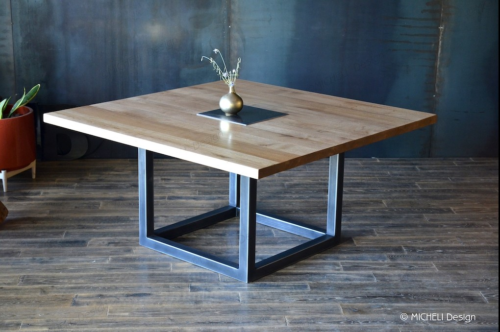 table carree contemporaine en bois